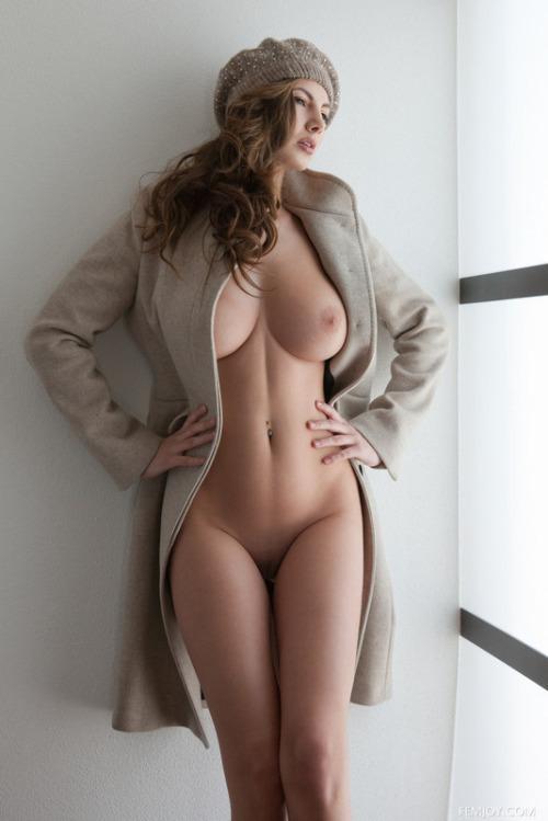 Com o invernos essa gostosa querendo focar pelada