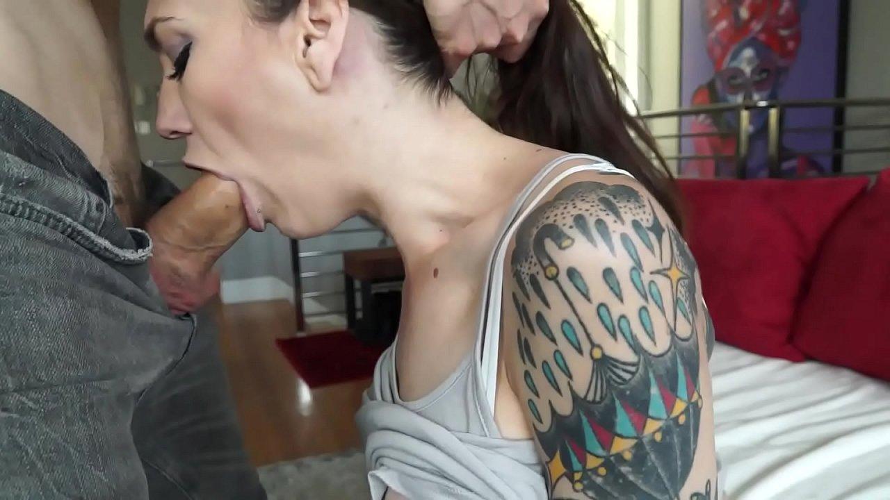 Sexo selvagem com a morena tatuada