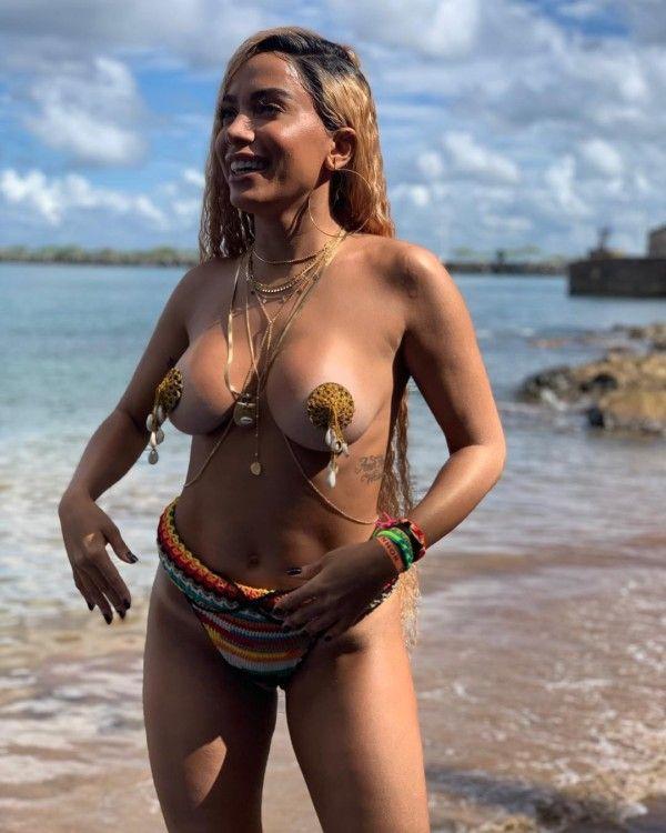 Anitta pelada nua(TOP 10 videos e fotos) Dessa gostosa com os peitos de fora